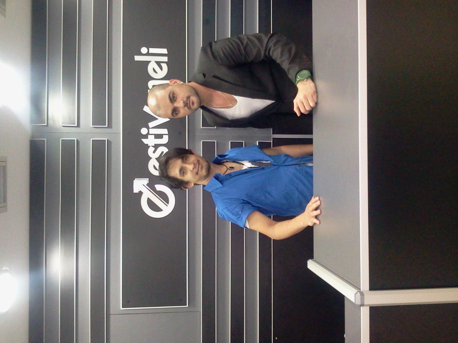 En la tienda Estivaneli con el asesor de imagen Said Zambrano apoyando a @duapop para la sesion de fotos del disco http://t.co/A3MmWWFi