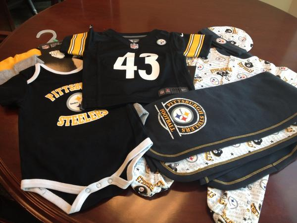 @DaRealAmberRose @ogjustpeachie @realwizkhalifa just like I promised! S/O the @steelers for the awesome baby gifts! http://t.co/O9robki8