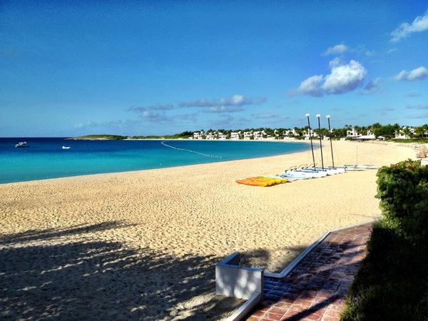 RT @CaribbeanClint: Stunning views from @CapJuluca #Anguilla http://t.co/mp2hG7Jb