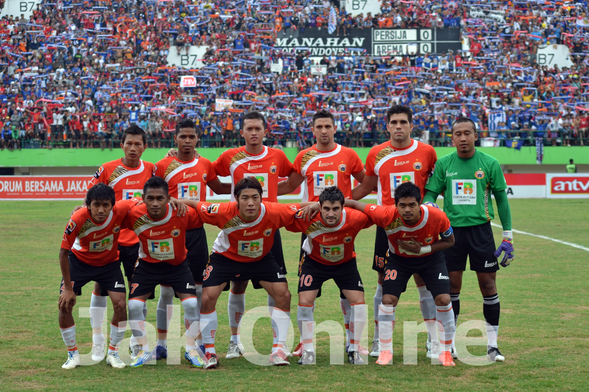 Starting line up tim Persija #FotoJO by: @ahmadfiras http://t.co/oXa1E9Ew