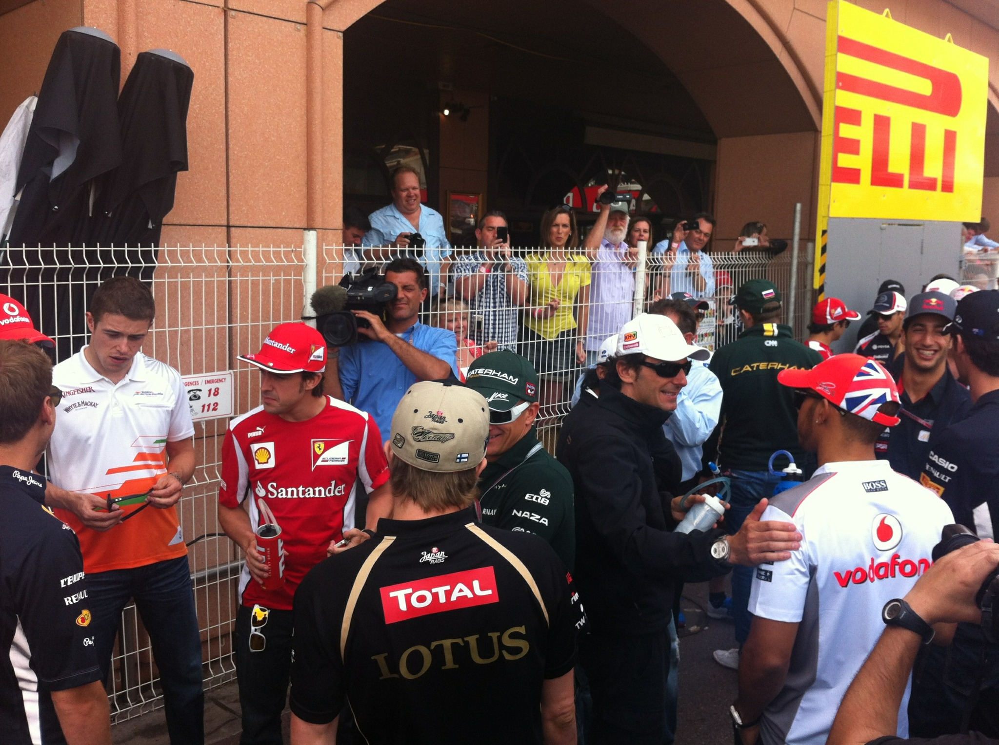 RT @TheFifthDriver: A shot of everyone gathering for the drivers' parade. @lewishamilton chats with our old friend @pedrodelarosa1 http: ...