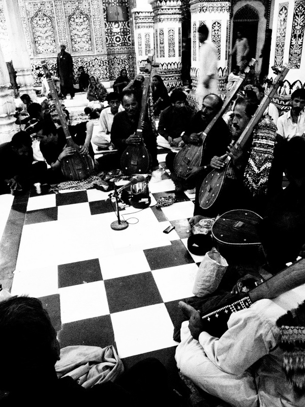 RT @tammyhaq: Lovely '@faridalvie: Shah Abdul Latif Bhitai's mazar V... Bhitshah, Sindh, Pakistan http://t.co/NQjSUwfd'
