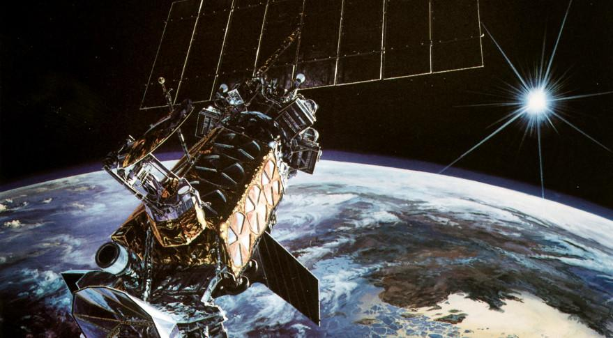 20-year-old Military Weather Satellite Apparently Exploded in Orbit http://t.co/4JPjXgMU7Y http://t.co/Z1YHlO7uvl