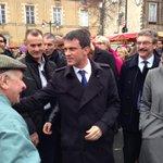 Manuel #Valls au marché des Lices à #Rennes en campagne pour les élections départementales. http://t.co/2b8GAaYqNl http://t.co/yErACuH0Fv