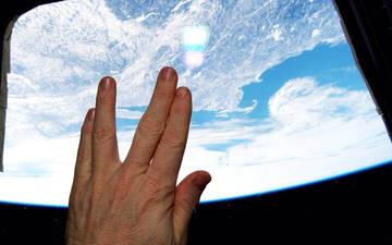 Best tribute I've seen for Leonard Nimoy, from an astronaut aboard the international space station. http://t.co/BCf3fHDZJ7