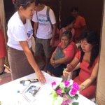 Hna. Elizabeth Soto y Pr. Gedeón acompañando a intercersores en las Carpas de oración de Chiclayo #10DiasdeOracion http://t.co/GwLUhoSJTw