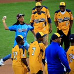 RT @ChicagoSports: Jackie Robinson West stands by as Mone Davis throws out the first pitch at the World Series (Getty photo) http://t.co/NQuggOYOIz