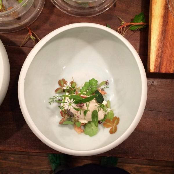 John Shields (@ChefJohnShields): Hay with dried apples and sencha tea. http://t.co/B3aFAFxuSa