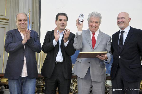 Chico Novarro, Ciudadano Ilustre http://t.co/wRry7XRX9g @omoscariello @cristianritondo @herlombardi http://t.co/xYw1jRKvdG