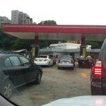 RT @trafficVALENCIA: via @ppvivas: La escasez de gasolina es seria. Av.Cuatricentenaria colapsada http://t.co/5oXdj0URJz