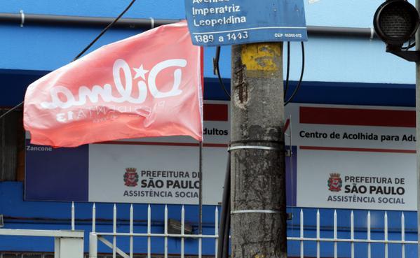 """""""@Estadao: Bandeiras do PT são penduradas em prédio da Prefeitura de SP http://t.co/h0YHdgSQ1b http://t.co/qHpZEr1yNn"""" #crimeeleitoral?"""