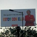 """Vinculan a principal acusado del Caso Penta a campaña presidencial de Bachelet http://t.co/5VKvBE7aAh http://t.co/dhoFiHrtMK"""""""