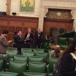 RT @infos140: ????URGENT CANADA (Photo) Les députés barricadés dans une salle du parlement pendant la fusillade (via @ABC) http://t.co/jhN3MNjIzb