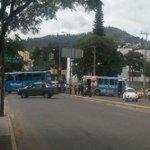 Maestros toman autobuses del trasporte urbano y amplían su bloqueo a la calle Manuel Ruiz @RIVAC_OAX @GobOax http://t.co/eWnPU21193