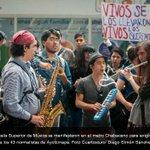 RT @lajornadaonline: Estudiantes de la Escuela Superior de Música se manifestaron en el metro Chabacano http://t.co/zV97P8xaOy #Ayotzinapa http://t.co/luut7qMxe9