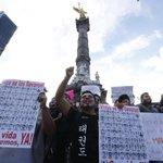 Arranca marcha del Ángel al Zócalo en Acción Global por #Ayotzinapa http://t.co/twLAc15SVB #EPNBringThemBack / C. R. http://t.co/T2w0m5dRz7