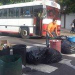 Maestros de centro escolar republica del perú bloquen calle principal de la col. Zacamil.@teledos_tcs http://t.co/ffA2cH5xX8