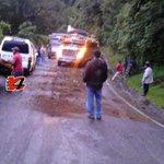 Precaución, diésel derramado sobre cinta asfáltica, en Km 140, ruta Chichi-Encuentros, a causa de accidente. http://t.co/7k8Lqum9ub
