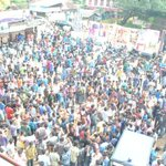 RT @arjunthevj: In btwn 7am fans shw..Crowd waitng outside for 11am shw durng frst day in my theatre..KERALA..#Kaththi http://t.co/VE8atBYWfp