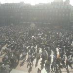 RT @TribunaVa: Así luce la Plaza Mayor de #Valladolid con la manifestación de @pinguinosmotos. http://t.co/rGeKqK7el4