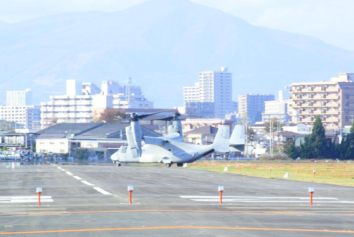 今日、霞目の自衛隊の飛行場にオスプレイが来てたんだけど、なんだマスコミや左の人が騒いでる騒音なんて全然出てないじゃん。むしろ煩かったのは自衛隊が昔から運用しているヘリコプターのほう。 http://t.co/CPy6h8JHYx