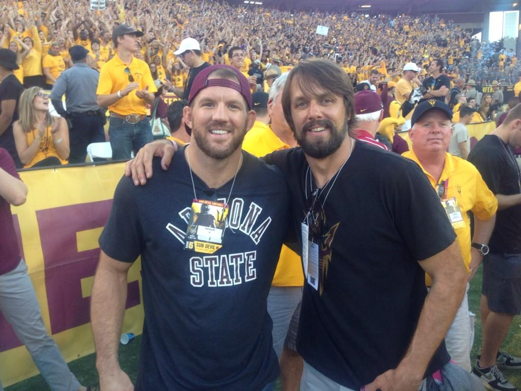 Gotta love @ryanbader and Jake Plummer on the sidelines support our @FootballASU Devils @ufc #ASUvsND http://t.co/zBNBR4taex