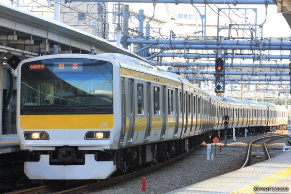 先ほど中央・総武緩行線E231-500八ミツA520編成(旧山手線東トウ520編成)が東京総合車両センターから出場しました。ドア上には2つ液晶モニタがあり、座席は山手線時代の物と変わっていません。 http://t.co/MdWTDVoRyK