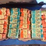 Deze speciale gebakjes zijn gemaakt door de aanvoerder van SV Urk. Naast voetballer is hij ook bakker. #urkaja