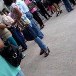 Desalojan personal de SEF, como medida precautoria, posible toma del edificio #Tuxtla http://t.co/YCHk0O2EUW
