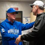 Ned Yost walked around to congratulate Bruce Bochy. All class. http://t.co/BHKZR7vFx5