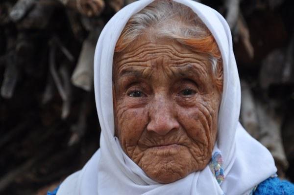 """Bu sözün ağırlığı Türkiye'yi aşar: """"Oğlum yüzme de bilmezdi, suyun içinde ne yaptı"""" http://t.co/Jf74niYO02 #Ermenek http://t.co/tnB2cixV0N"""