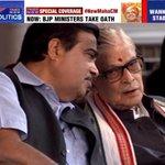 Senior BJP leaders Nitin Gadkari and Murli Manohar Joshi attend Devendra Fadnavis swearing in ceremony http://t.co/C3DaXsyg3l