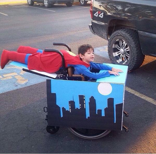 """This wins Halloween. """"@damn_jamm: his parents are so dope for this"""