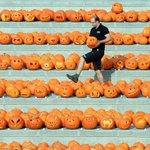 #HappyHalloween, #Halloween invasione di zucche a Granary square a Londra LA FOTO http://t.co/EbW4n4CKEO