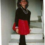 Acá la foto de Celia Cruz, estaba en quinto de primaria. Hay que reírse de uno mismo, quiéranme así medio mariconcito http://t.co/4rWrYxKfOv