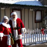 And look whos here... SANTA & MRS. CLAUS! @SilverBellsLans http://t.co/9Af7b0QfGv