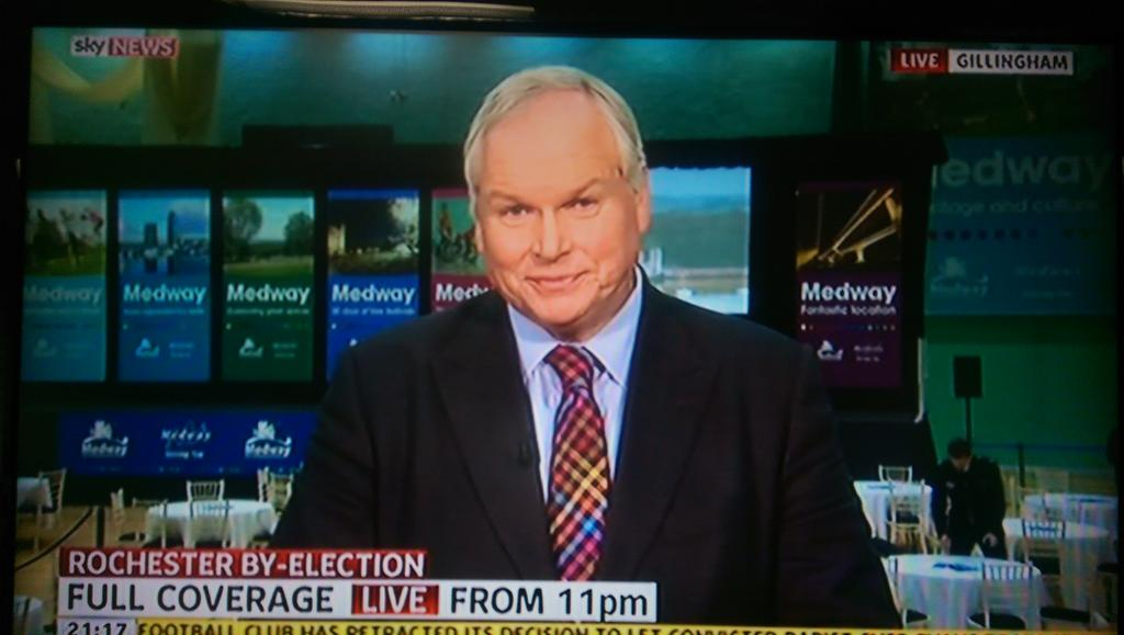 Impressive deployment of a politically neutral tie by @AdamBoultonSky. #Rochester http://t.co/0Dh6Fxxxdn