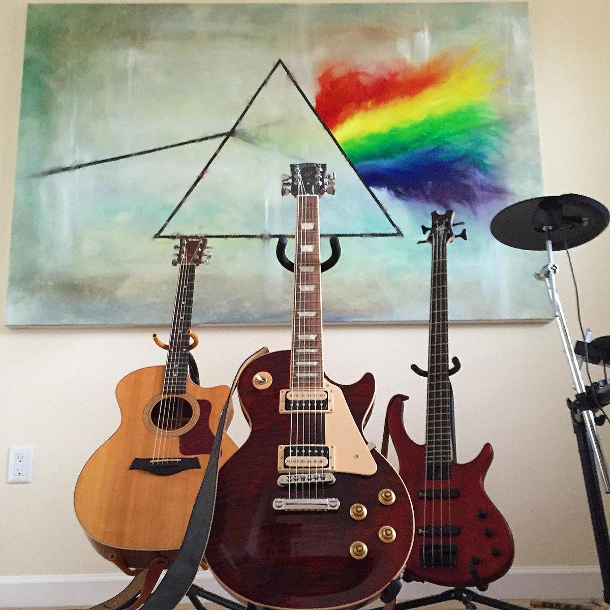 #pinkfloyd #darksideofthemoon painting for my studio... #lespaul #taylor guitars http://t.co/jJ0dW7WztB