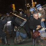 Al defensor de derechos de la infancia, @juanmartinmx y familia , los golpeó la policía en Zócalo http://t.co/OwjUMAuOzP