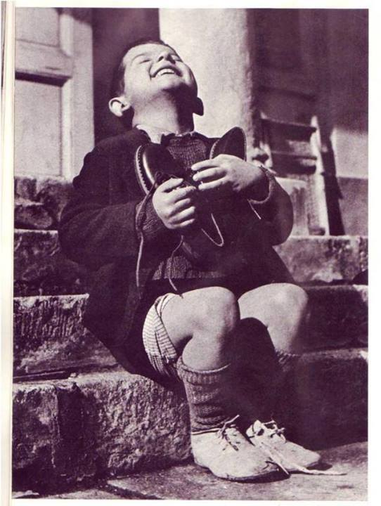 This pic was taken in 1946 to an orphaned child, shows his immense joy to receive a new pair of shoes as a b-day gift http://t.co/d9rJ3OG5AT