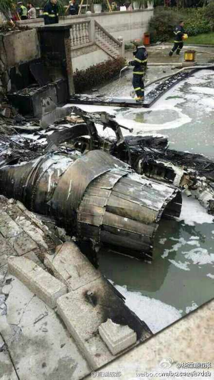 Chengdu J-10B crashed shortly after take-off today.  Jet landed near building in Pi county, Si Chuan province http://t.co/yl0Eq8H5y8