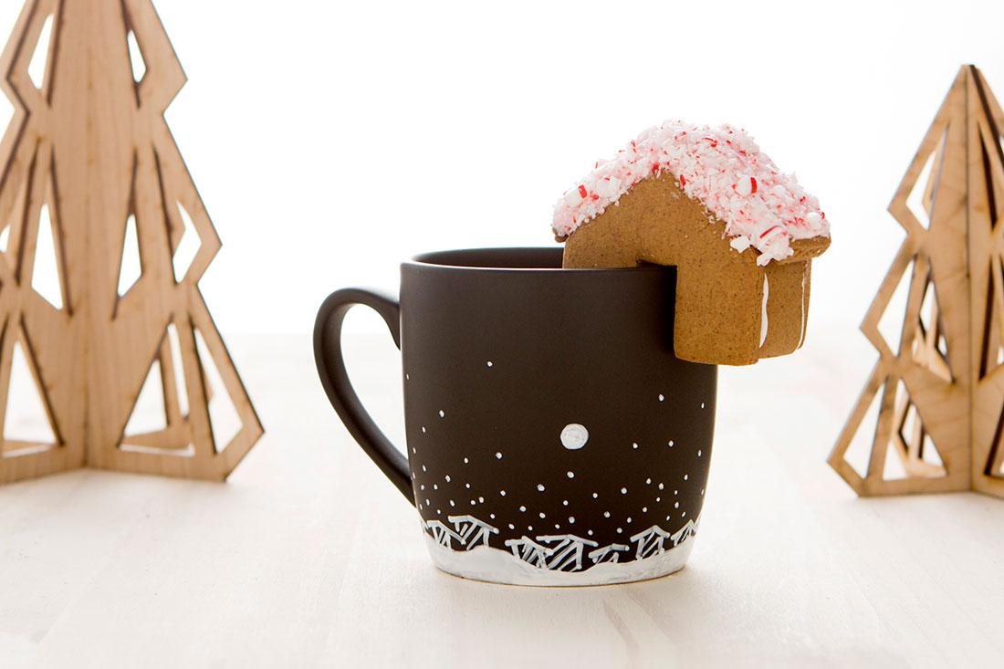 News! I've collaborated with @BritandCo on tiny gingerbread house cookie cutters! https://t.co/xp5LfjBJUD #shopbrit http://t.co/r1k35KhVB7