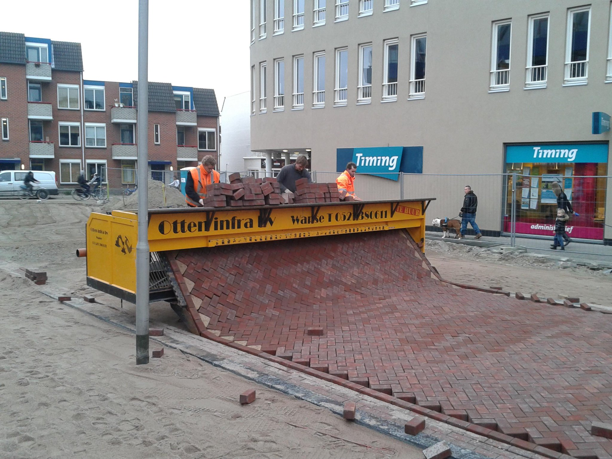 This is how brick streets are laid in the Netherlands http://t.co/86k5pymUHB