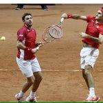 #Federer et #Wawrinka permettent à la CH de mener face à la France en remportant le double (6-3 7-5 6-4) #DavisCup http://t.co/ZqoxMpbxj5