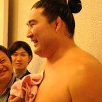 <千秋楽の様子>序二段優勝し、記者の質問に答える竜電。#sumo http://t.co/3oMq0P96a3