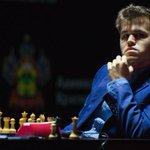 LIKE A BOSS! #Carlsen makes it 2/2 http://t.co/ntuxblFs0W #CarlsenAnand #ViswanathanAnand #Vishy #anandcarlsen2014 http://t.co/5PkF76dMZN