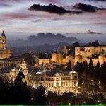 Los focos ensalzan Málaga como a la estrella d cine paseando por la alfombra. Ciudad de Oscar. ¡Buenas noches Málaga! http://t.co/CiZnmKG1hl