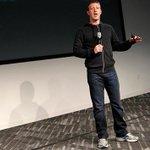 GALERÍA: Zuckerberg, Gates y otros ricos y famosos que visten como gente de a pie http://t.co/WiN0o56uXF http://t.co/qvKhjuVZRe
