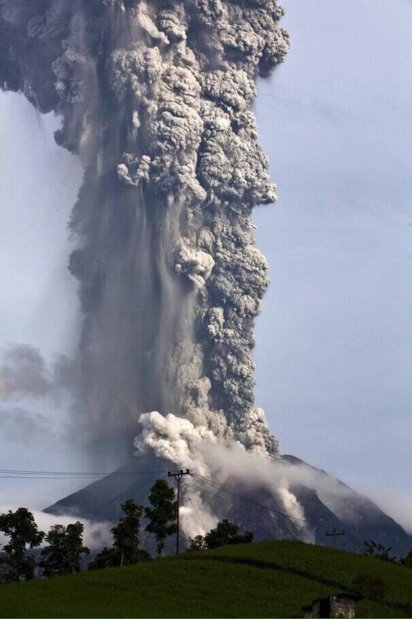 Volcano in Colima, Mexico that just erupted http://t.co/6wvKLtEtbu