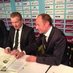 Ondertekening contract Gerard Kemkers met FC Groningen http://t.co/dF5BinHFzs